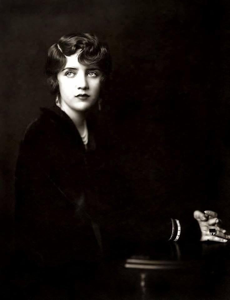 Une jolie photo d'un photographe américain Alfred Cheney Johnston (1885-1971)  : l'actrice américaine  Susan Fleming , début années 1930