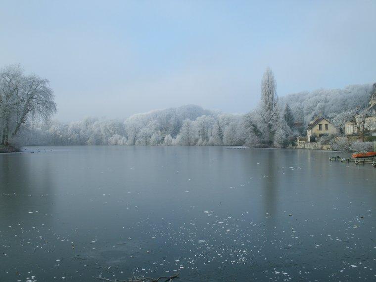 Le lac de mon village  : une luminosité hivernale fugace qu'il ne fallait pas rater... , lundi 18 janvier vers 11 h30