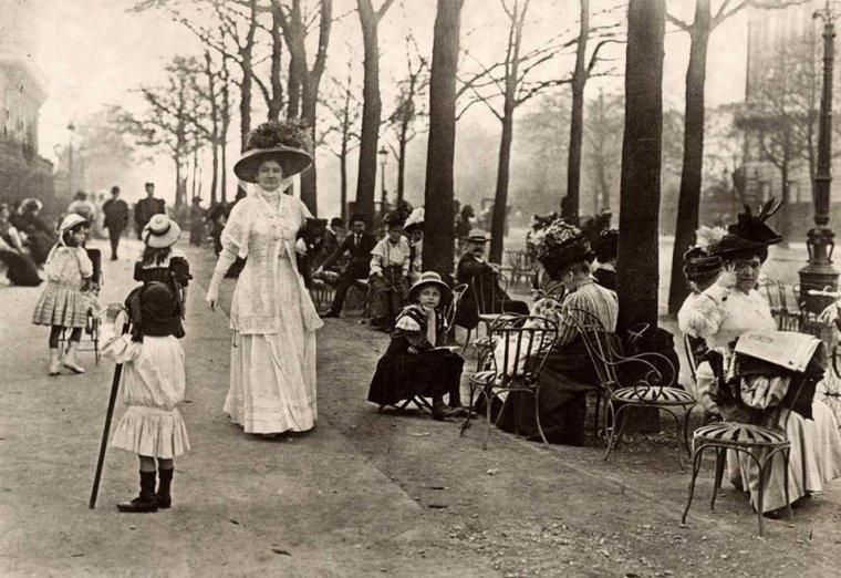 Champs-Elysées , Paris  c. 1910