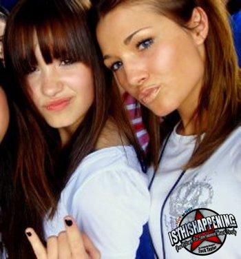 Voici quelques photos que j'apprécies de Demi, Selena, Miley.