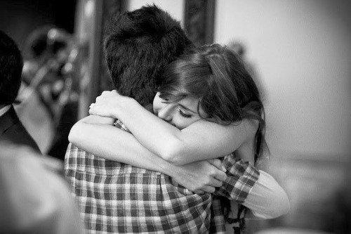 Peu importe combien quelque chose nous blesse, parfois l'abandonner fait encore plus mal ...