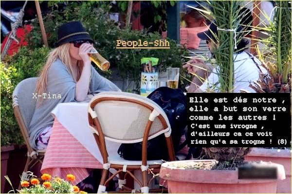 → People - Shh.sky' >> Picture CHOC ! Et oui ! Les Peoples ne boivent pas que du champagne !   ;)  La preuve avec X-Tina qui boit une bierre en Italie ! >> Christina Aguilera