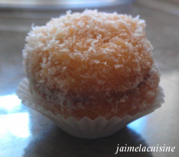 Boules fondantes à la noix de coco et confiture