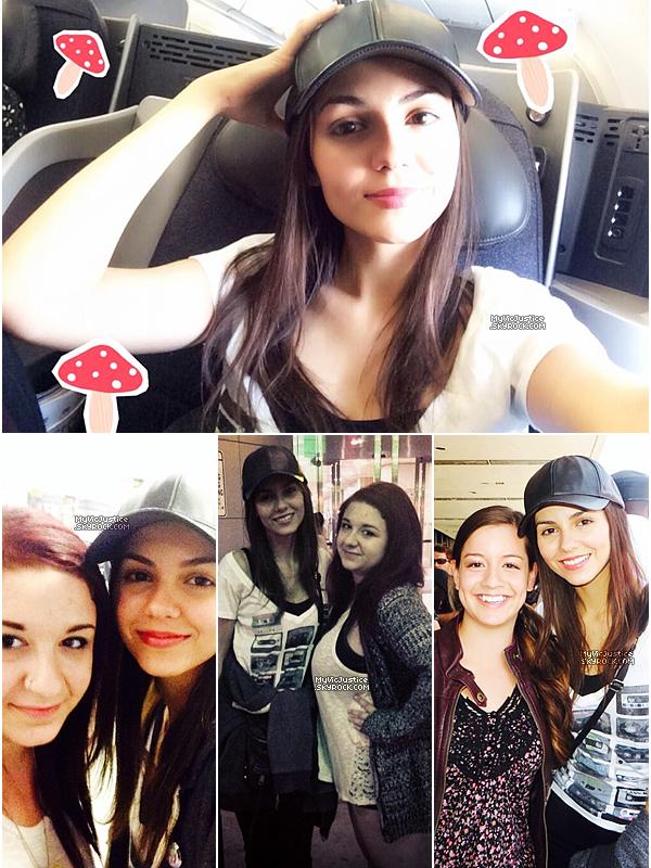 .   30 juin 2014 | C'est une Victoria tout au naturel qui a été photographiée à l'aéroport de Los Angeles afin de prendre un vol direction New York et le tournage de The Outskirts !  .