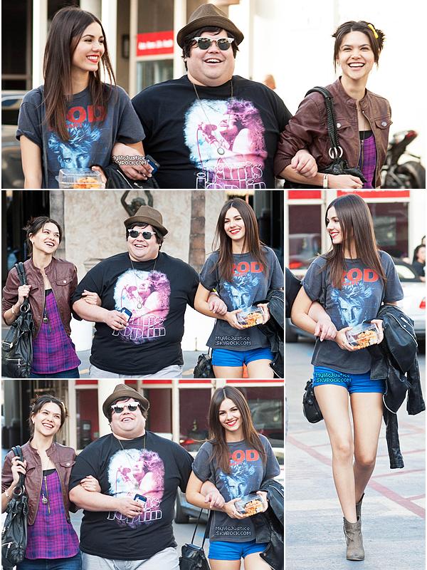 .    19 janvier 2014 | Victoria et ses co-stars d'Eye Candy, Harvey Guillen et Lilan Bowden, ont été photogrpahiés à la sortie d'un restaurant après avoir déjeuner à Los Angeles.  .