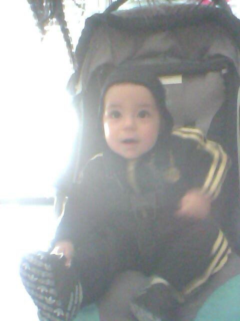 Mon fils trop beau photo flou dsl les gens
