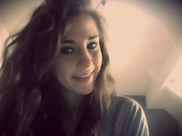 Être heureux grâce a une personne c'est la réelle définition de l'amour. ♥
