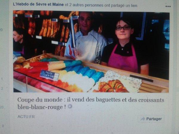 Coupe du monde : il vend des baguettes et des croissants bleu-blanc-rouge