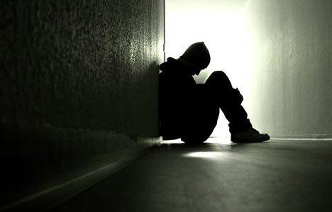 «Un suicide c'est lâche et égoïste Ca prend le coeur de ceux qui t'aiment et ça l'trempe dans l'acide»