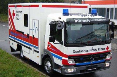 unit mobile de soins intensifs allemagne l 39 univers des vehicules de pompiers. Black Bedroom Furniture Sets. Home Design Ideas