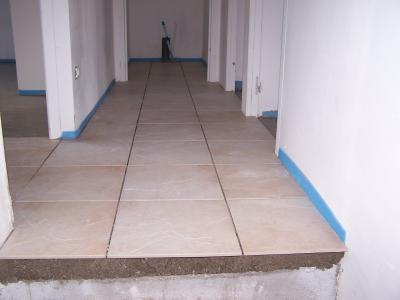 Carrelage pos dans le couloir et les wc 15 09 06 for Carrelage 06