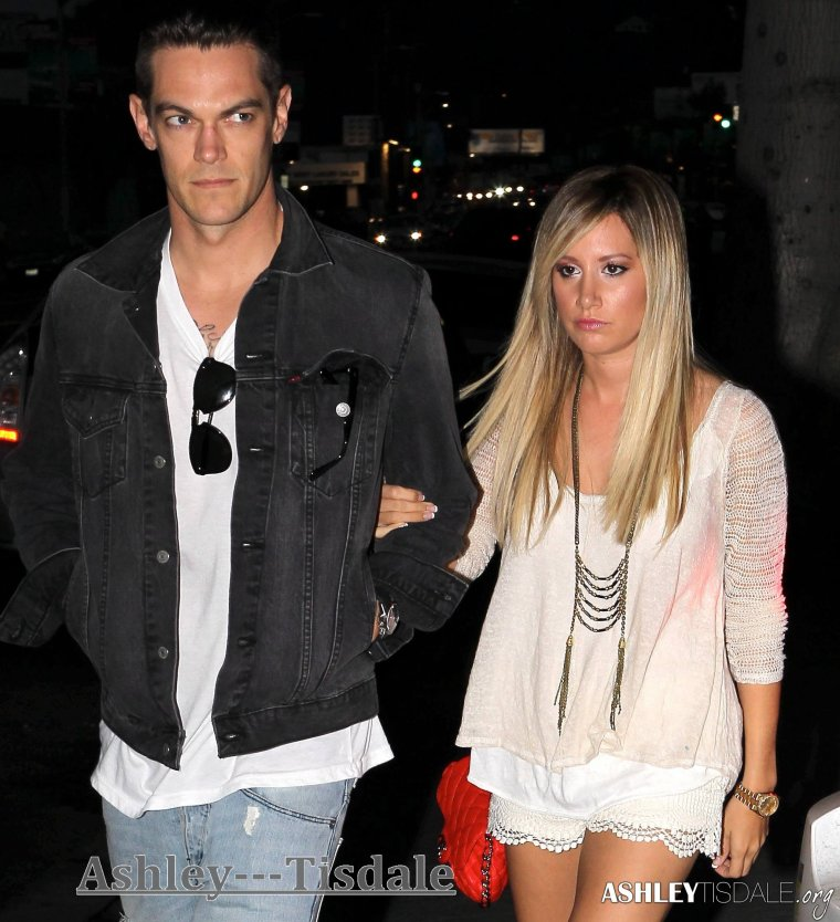 "21.06.13-> Ashley et Chris se rendant au restaurant ''Kiwami"" dans Studio City ."
