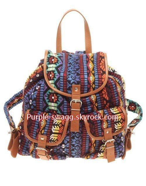 Vous pouvez vous procurez ce genre de sac aux Galeries Lafayette pour environ 80Euros