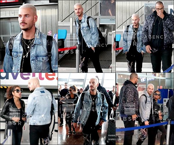 .  05/11/2017 |    Matt a été vu a l'aéroport de Nice.   Le week end de  folie est terminé, Matt rentre . Coté tenue : j'aime sa veste en jeans, sa tenue a l'air cool. C 'est un TOP.[/font=Arial]    .