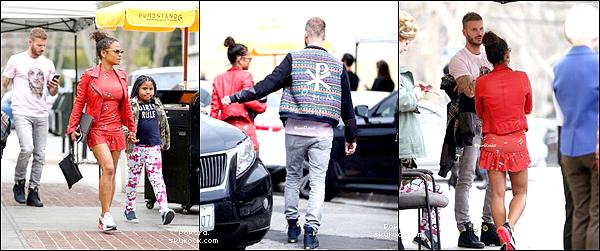 .  14/03/2018 | Matt, Christina et Violet ont été vus à Los Angeles.    J'aime bien ce candid, la tenue de Matt est simple mais sympa!  TOP.[/font=Arial]    .