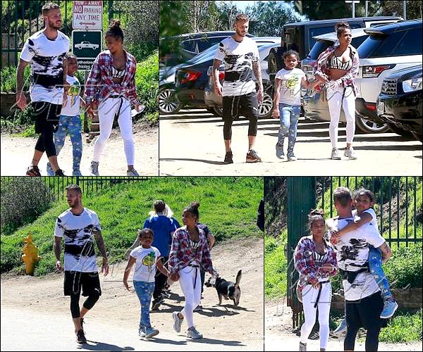 .  28/03/2018 | Matt, Christina et Violet  ont été vus dans Runyon Canyon après avoir fait une randonnée  .    Belle petite famille ! Sa fait plaisir a voir ! Matt a l'air de vraiment bien s'entendre avec Violet!  TOP.[/font=Arial]    .