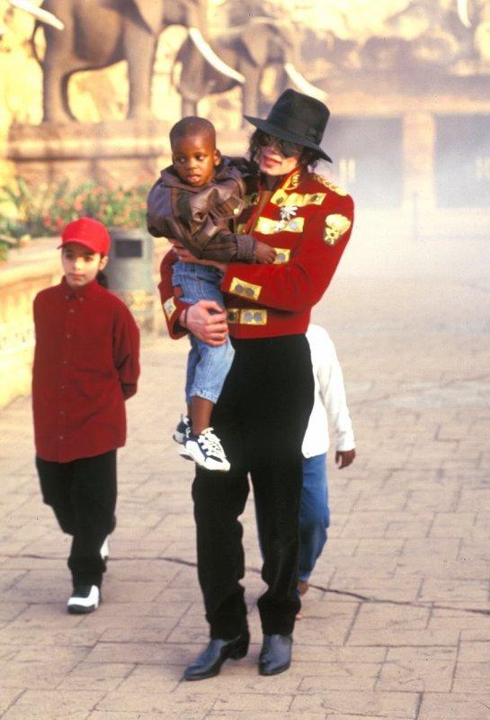 (l) Michael (l)