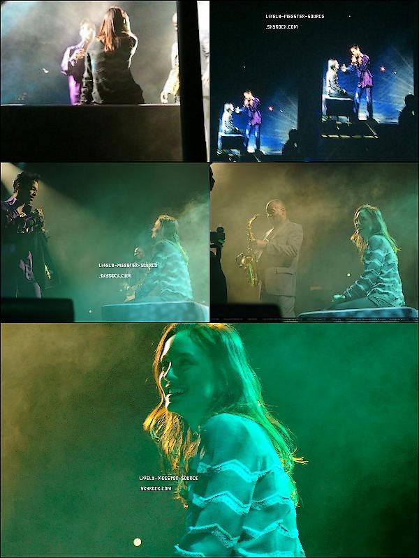 .  19/01/2011 - L à été vue arrivant à LAX et Le 18 Janvier elle était au concert de Prince au Madison Square Garden   .