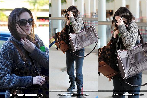 .Le 25 Janvier  -  Leighton était à l'Areoport LAX et le 27 Janvier elle était sur le set de Gossip Girls  .