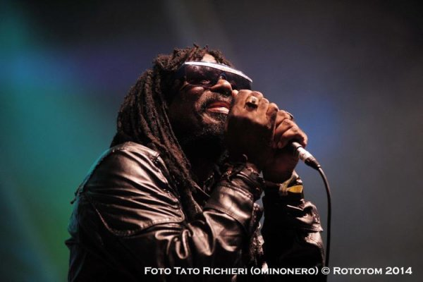 CORNELL CAMPBELL MEETS SOOTHSAYERS - LIVE AT THE ROTOTOM SUNSPLASH (2014)