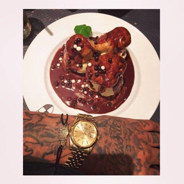 DESSERT #pornfood #swaggman #theswaggmantv #posey #jnouney #chocolate #choco #profiterol #rolex #rolexvintage #gold #paris #tueypunibro