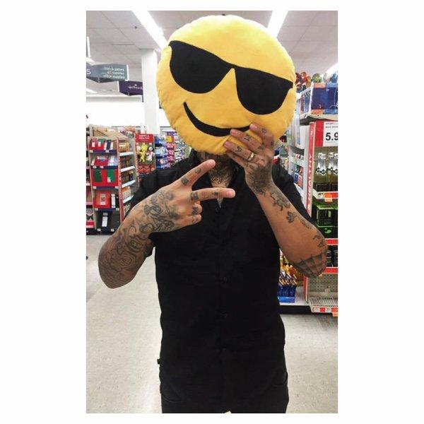 ?SMILE? #smile #miami #posey #jnouney #theswaggmantv #swagg #swaggman #sunglasses