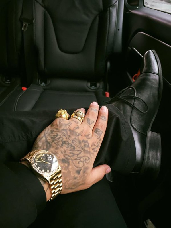 NO TIME... ?#rolex #superpresident #president #rolexpresident #18388 #cartier #cartierlove #gold #vvs #ink #inked #tattedup #tatoo #louisvuitton #posey #jnouney #theswaggmantv #allblack #allblackeverything – avec ROLEX, Cartier et Louis Vuitton.