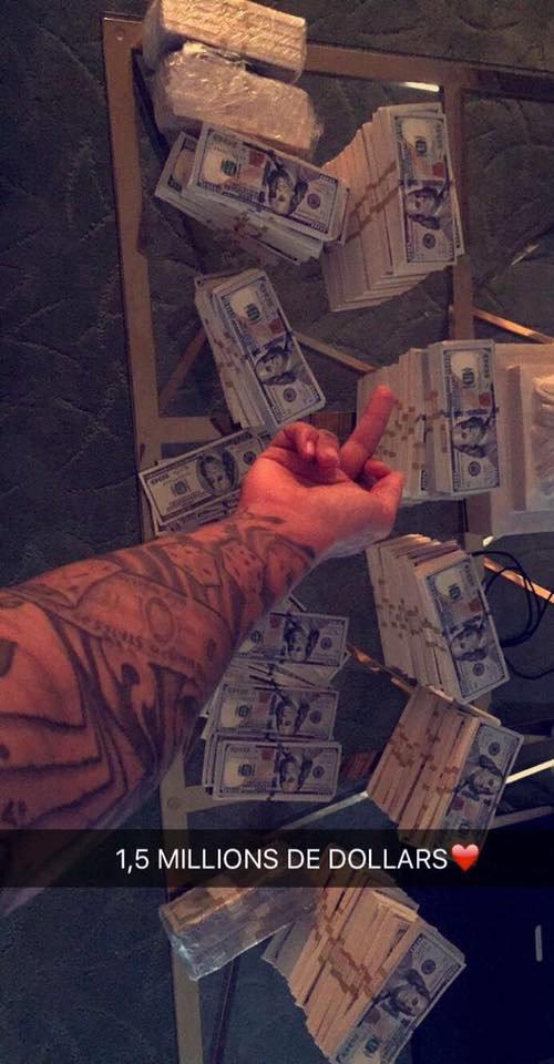 1,5 MILLIONS DE DOLLARS MAIS SINON À PART ÇA TOUT VA BIEN J'AI JUSTE QUELQUES PETIT PROBLEME SEXUELLE C'EST A DIRE QUE JE BANDE TROP MIS SINON C COOL ❤️❤️❤️???? MY SNAPCHAT : TheSwaggManTV??