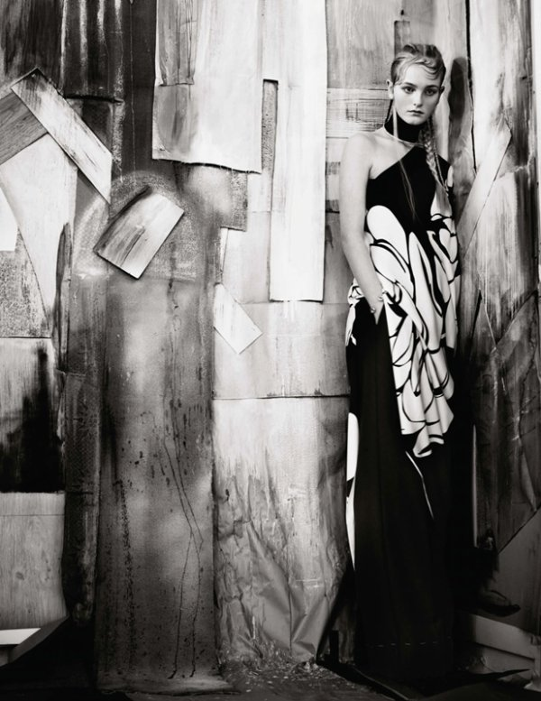 "EDITORIAL Vogue UK May 2014 ""Garden Display"" Feat. Jean Campbell by Paolo Roversi 2"