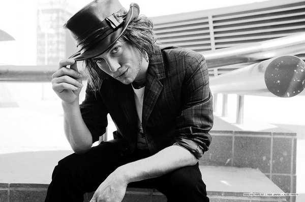 Article 52 → Jackson Rathbone