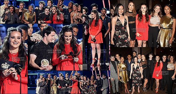07 / 05 / 17 : Katherine s'est rendue auMTV Movie & TV Awardsavec ses co-stars de 13 RW. Kath a été super jolie avec sa robe rouge, en compagnie d'une belle complicité de tout le cast de 13 RW. Ils ont donc remis un award.