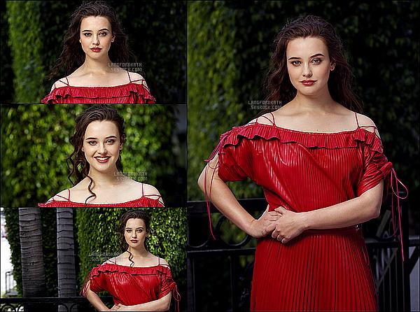 Voici un photoshoot de notreKatherine pour le magazine Los Angeles Times par Mel Melcom. Katherine ravissante sur ce photoshoot eh oui avec sa jolie robe rouge. Dans ses photos, elle a le style de son personnage,Hannah.
