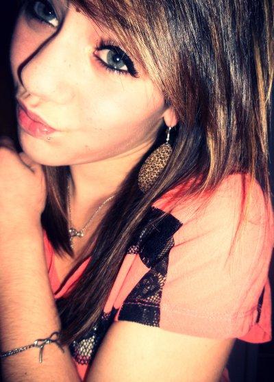 « Le passé ça meurt, mais les souvenirs ça restent Des fois ça fait du bien des fois ça blesse (8)   »
