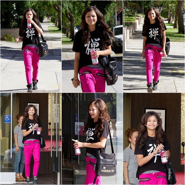 Zendaya et Bella a Radio Disney le 10 juillet 2012.