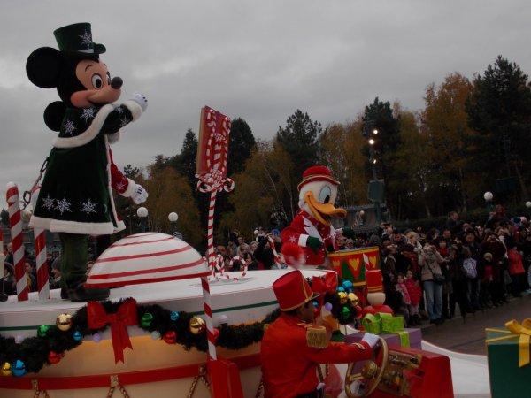 Spectacles et Parades au Parc Disneyland®