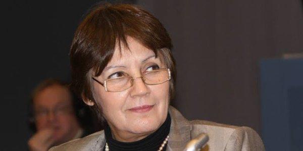nouria benghabrite remaoun  née le 5 mars 1952 à Oujda (Maroc), est une sociologue et chercheuse algérienne. Elle est l'actuelle ministre de l'Éducation nationale. Sa rigueur et sa fermeté dans la mise en ½uvre de ses décisions, notamment face aux syndicats, lui ont valu le surnom de « Dame de fer ».