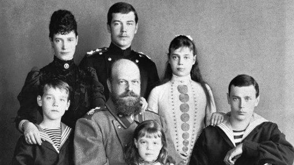 Vladimir Vladimirovitch Poutine (en russe : Влади́мир Влади́мирович Пу́тин [vɫɐˈdʲimʲɪr vɫɐˈdʲimʲɪrəvʲɪt͡ɕ ˈputʲɪn] Prononciation du titre dans sa version originale Écouter), né le 7 octobre 1952 à Léningrad (aujourd'hui Saint-Pétersbourg), est un homme d'État russe, président du gouvernement de 1999 à 2000 et de 2008 à 2012, et président de la Fédération de Russie, par intérim de 1999 à 2000, puis en titre de 2000 à 2008 et depuis 2012.