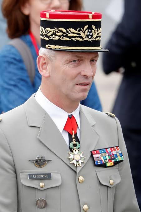 François Lecointre est un militaire français né le 6 février 1962 à Cherbourg. Général d'armée, il est chef d'État-Major des armées depuis le 20 juillet 2017,.