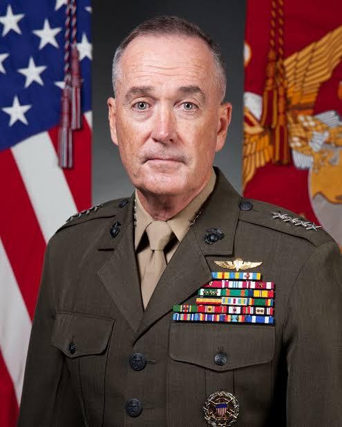 Joseph Dunford est un général de l'United States Marine Corps. Il est depuis 2015, le 19e chef d'État-Major des armées des États-Unis. Précédemment dans sa carrière, Dunford a servi comme 36e commandant du Corps des Marines et commandant de la Force internationale d'assistance et de sécurité en Afghanistan entre février 2013 et août 2014. Il a commandé plusieurs unités sur le terrain comme le 5e régiment de Marines lors de l'invasion de l'Irak en 2003. Le 29 juillet 2015, Dunford est confirmé par le Sénat pour être le 19e chef d'État-Major des armées des États-Unis, l'officier militaire le plus haut gradé dans les forces armées des États-Unis. Il est en poste depuis le 1er octobre 2015.