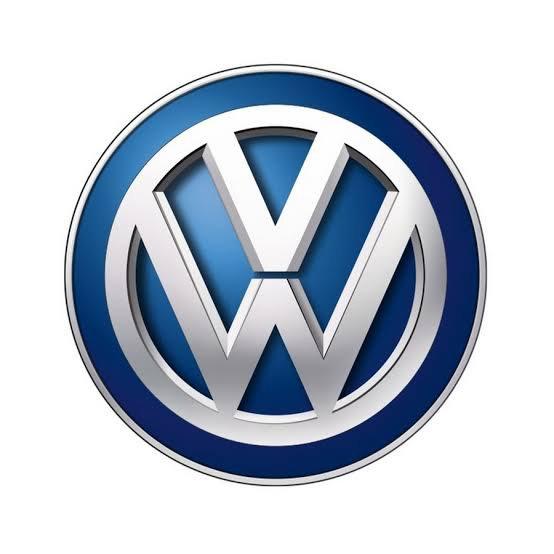 Volkswagen (en abrégé VW, littéralement la voiture du peuple) est une marque automobile allemande créée en 1937 par Ferdinand Porsche. Elle appartient au groupe Volkswagen AG.