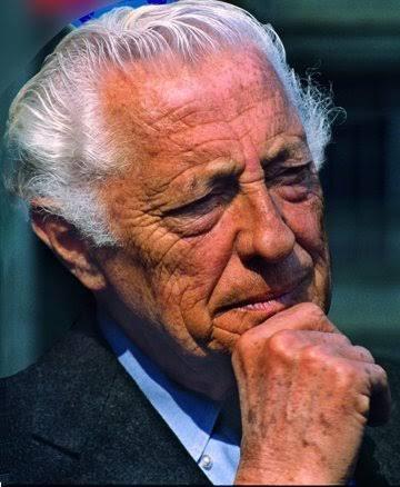 Giovanni Agnelli, plus connu sous le nom de Gianni Agnelli et surnommé l'Avvocato, né le 12 mars 1921 à Turin et mort le 24 janvier 2003 dans la même ville, est un industriel et homme d'affaires italien, copropriétaire et dirigeant de la société Fiat.
