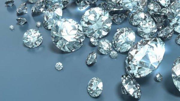 Le diamant (\dja.mã\) est l'allotrope de haute pression métastable du carbone. Moins stable que le graphite et la lonsdaléite qui sont les deux autres formes de cristallisation du carbone, sa rénommée en tant que minéral lui vient de ses propriétés physiques et des fortes liaisons covalentes entre ses atomes arrangés selon un système cristallin cubique. En particulier le diamant est le matériau naturel le plus dur avec l'indice maximal (10) sur l'échelle de Mohs et une très forte conductivité thermique. Ses propriétés font que le diamant trouve de nombreuses applications dans l'industrie comme outils de coupe et d'usinage, dans les sciences comme bistouris ou enclumes à diamant et dans la joaillerie pour ses propriétés optiques.