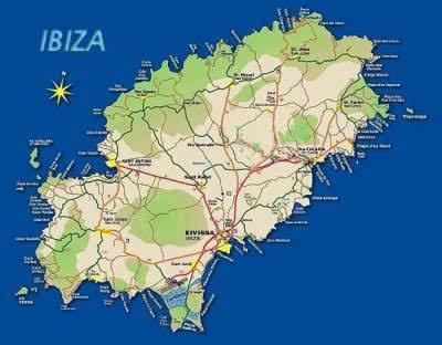 Près d'Ibiza ville, citons les plages longues de Talamanca et d'En Bossa. À San Antonio, mis à part les plages urbaines, compte quelques jolies plages comme Cala Gracio ou Cala Salada. San José, la commune la plus étendue territorialement compte aussi le plus grand nombre de plages. Depuis la festive playa d'En Bossa aux portes d'Ibiza jusqu'à la classieuse Cala Bassa aux portes de San Antonio, s'étirent les plages d'Es Cavallet, de Las Salinas, d´Es Codolar, de Sa Caleta, de Cala Jondal, Es Xarcu, Es Torrent ensuite celles de Cala d'Hort (face à l'emblématique rocher d'Es Vedra) et les Cala: d'Hort, Carbo, Tarida, Codolar, Vadella, Conta ou Comte.