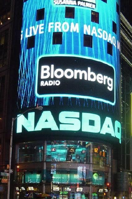 Le NASDAQ (sigle de National Association of Securities Dealers Automated Quotations) est le deuxième plus important marché d'actions des États-Unis, en volume traité, derrière le New York Stock Exchange. Il est le plus grand marché électronique d'actions du monde. Depuis début 2008, la bourse appartient au groupe européano-américain Nasdaq.