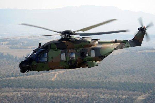 L'Aérospatiale AS532 Cougar est un hélicoptère de de man½uvre et d'assaut biturbine fabriqué par Aérospatiale. Cet hélicoptère est une version améliorée du SA330 Puma (son équivalent civil est le AS332 Super Puma). Sa cellule peut être en version courte ou allongée. Il peut être motorisé de trois manières : soit le Makila 1A, 1A1 ou 1A2.