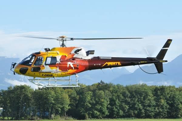 L'Aérospatiale AS350 Écureuil est un hélicoptère léger polyvalent développé par Aérospatiale, puis produit par Eurocopter depuis janvier 1990 et Airbus Helicopters à partir de janvier 2014 sous le nom H125.