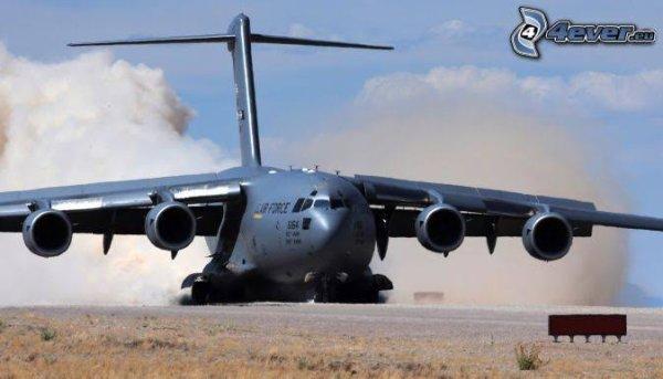 Lockheed a réalisé à la fin des années 1990 une nouvelle version, le C-130J Super Hercules, avec une sous-version allongée : C-130J-30.