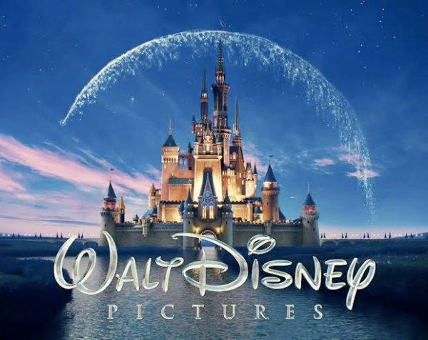 Walt Disney World Resort en Floride est le plus grand complexe de loisirs de la Walt Disney Company. Il est situé à environ 30 kilomètres au sud-ouest d'Orlando, ville qui accueille depuis de nombreux parcs d'attractions concurrents tel que Universal Orlando Resort et SeaWorld. Le complexe de Disney regroupe plusieurs parcs de loisirs, de nombreux hôtels et tous les services associés. C'est une vraie ville fondée sur le tourisme et façonnée par ce que Walt Disney puis l'entreprise Disney ont appelé la magie Disney