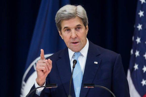 Le 21 décembre 2012, John Kerry est nommé par le président Barack Obama à la tête du département d'État, en remplacement d'Hillary Clinton. Après avoir été confirmé par un vote du Sénat le 29 janvier 2013 par 94 voix pour et 3 contre, il prend ses fonctions le 1er février 2013. Il cesse à la même date d'exercer son mandat de sénateur du Massachusetts et Deval Patrick, gouverneur du Massachusetts, nomme Mo Cowan pour remplacer Kerry temporairement au Sénat.