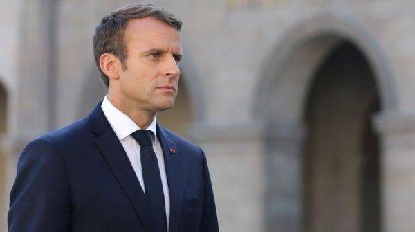 Emmanuel Macron, né le 21 décembre 1977 à Amiens, est un homme d'État français. Il est président de la République française depuis le 14 mai 2017.